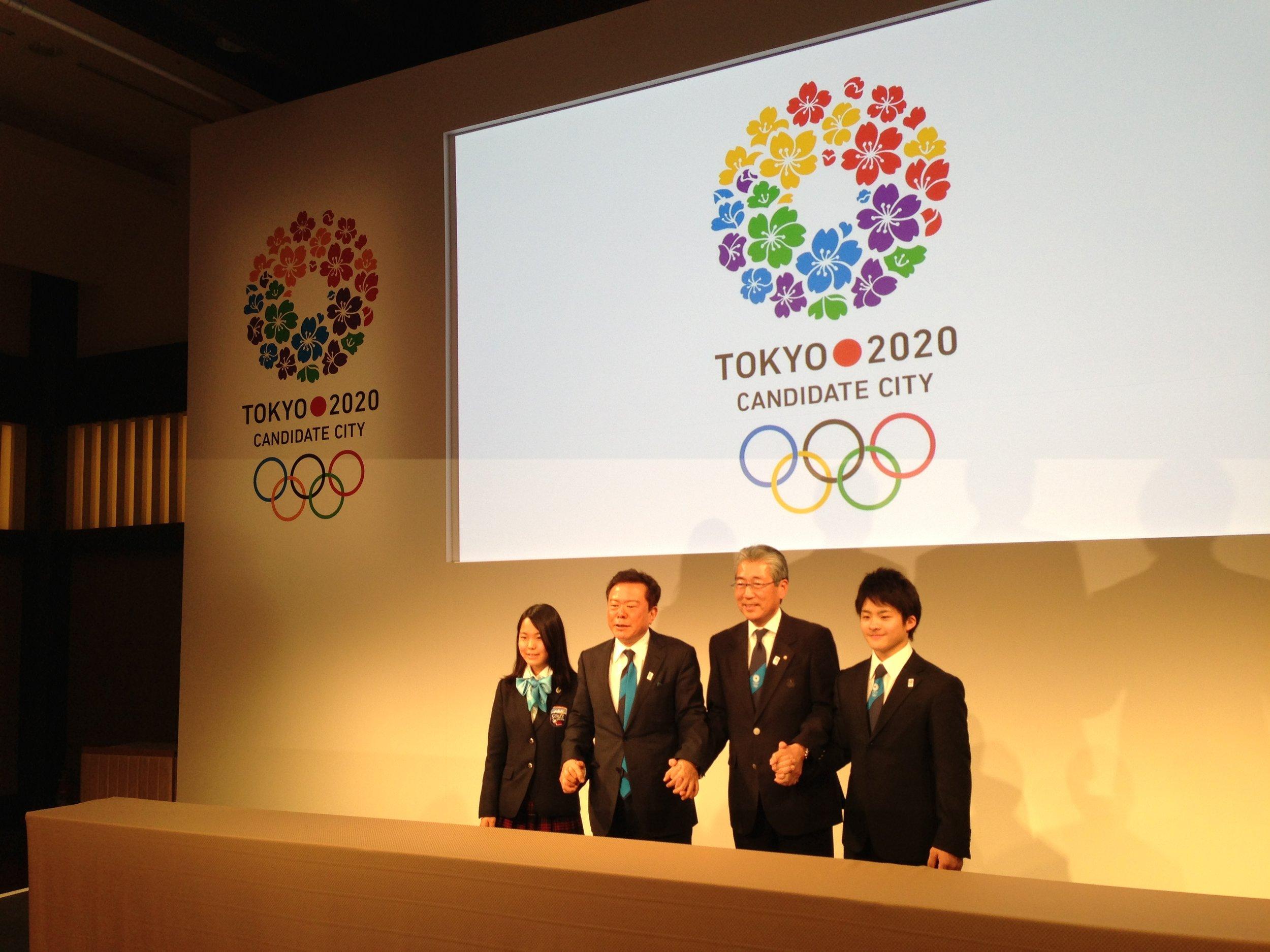Left to right: ski jump champ Sara Takanashi, Tokyo Gov. Naoki Inose, Tokyo 2020 bid president Tsunekazu Takeda, Singapore 2010 Youth Games gymnastics gold medalist Yuya Kamoto