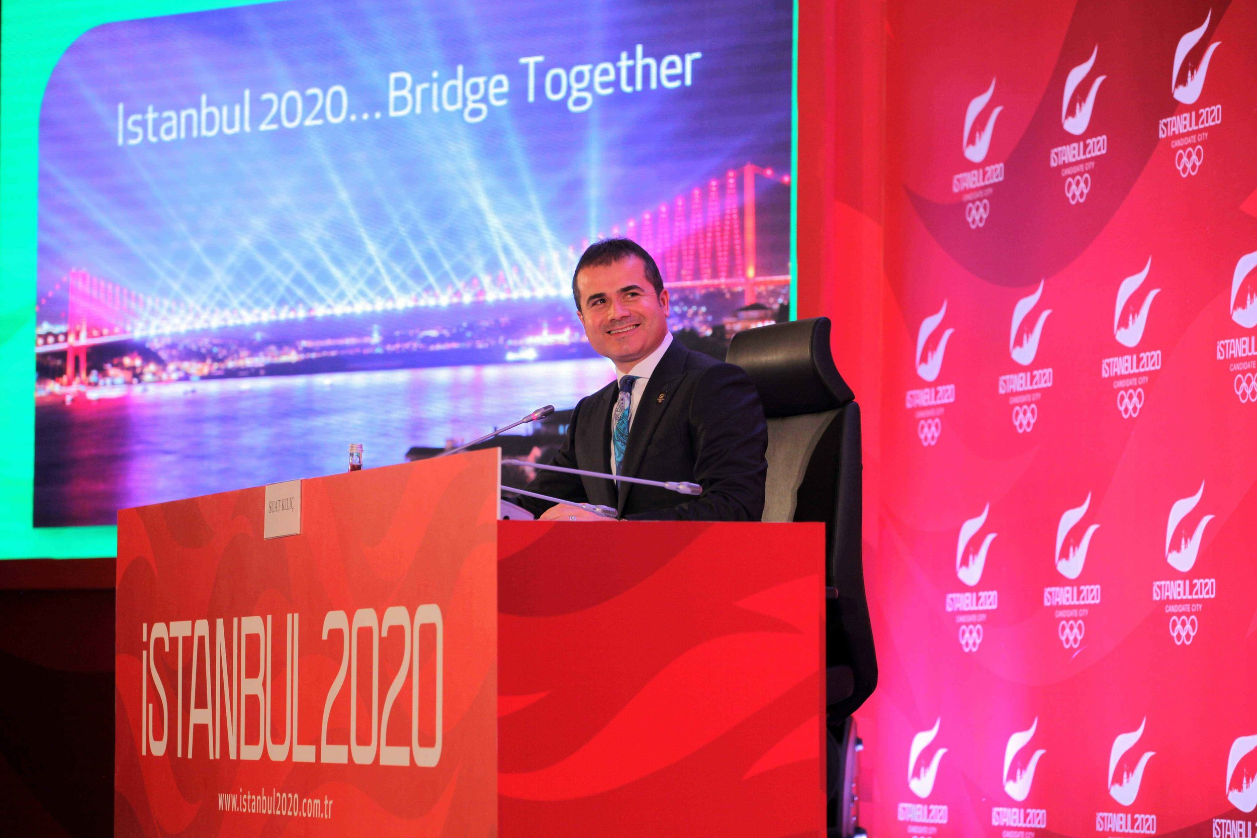 Turkey's sports minister, Suat Kiliç, reveals the Istanbul 2020 bid slogan // photo courtesy Istanbul 2020