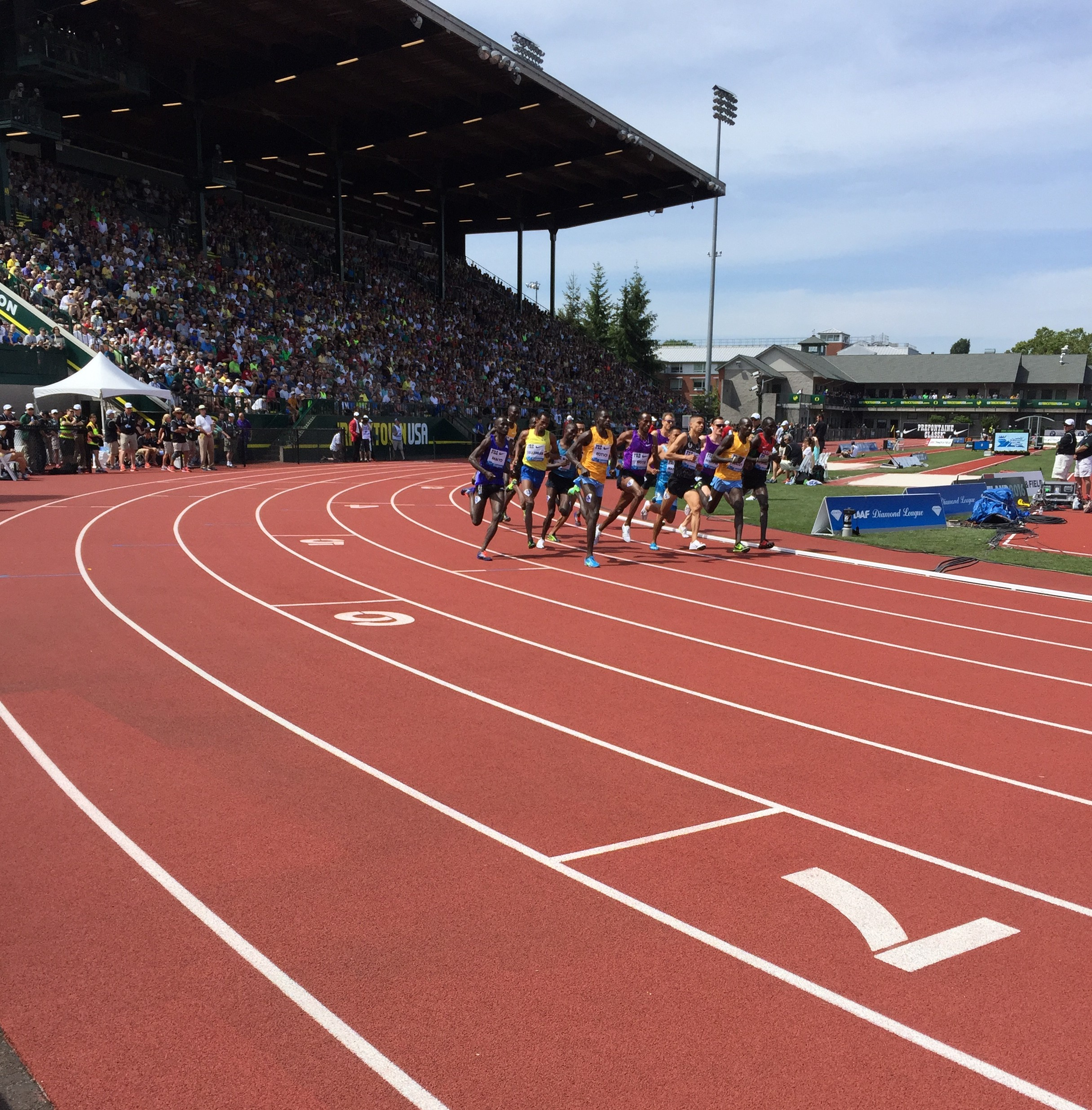 The field heads into the first turn in Saturday's  Bowerman Mile