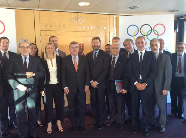 Just some of the Rome 2024 delegation with IOC president Thomas Bach //  Twitter
