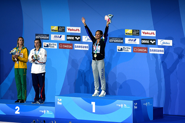 Katie Ledecky, Emma McKeon on the podium in silver position, Federica Pellegrini on top // Getty Images
