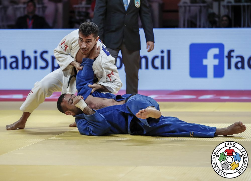 Israel's Tal Flicker, in white, in the championship match last October in Abu Dhabi against Azerbaijan's Nijat Shikhalizada // IJF
