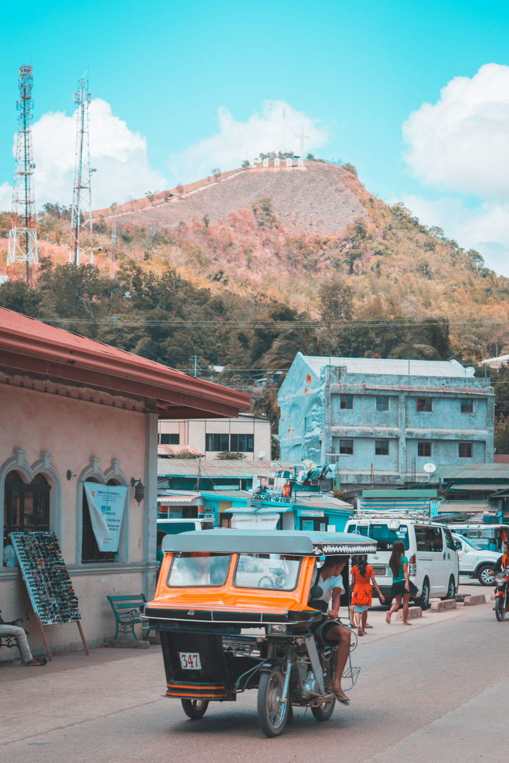 A distracted driver in Coron Town with Mt Tapyas in the background