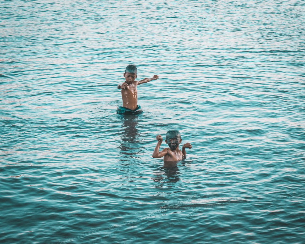 travel-photographer-philippines-palawan-photography-Boys-in-water.jpg