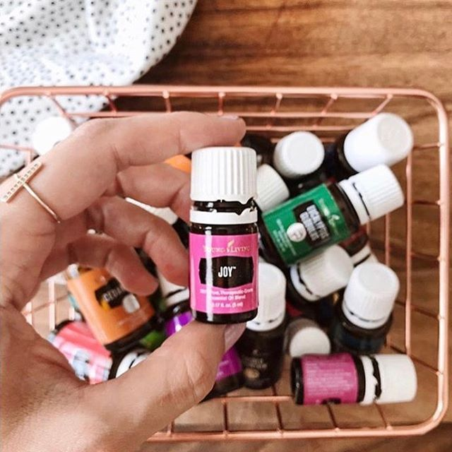 Joy ✨this blend is the perfect perfume. Dab a drop or two on your diffuser bracelet and feel allll the feels. 💕 . . . . . . 📸by one of my favs and fellow team member @simplysavvyliving