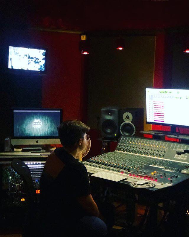 Producer @alyssawilkens in the studio today w/ @taketheriver ⚡️⚡️ #musicproducer #dynaudio #warmaudio #jdkaudio #genelec