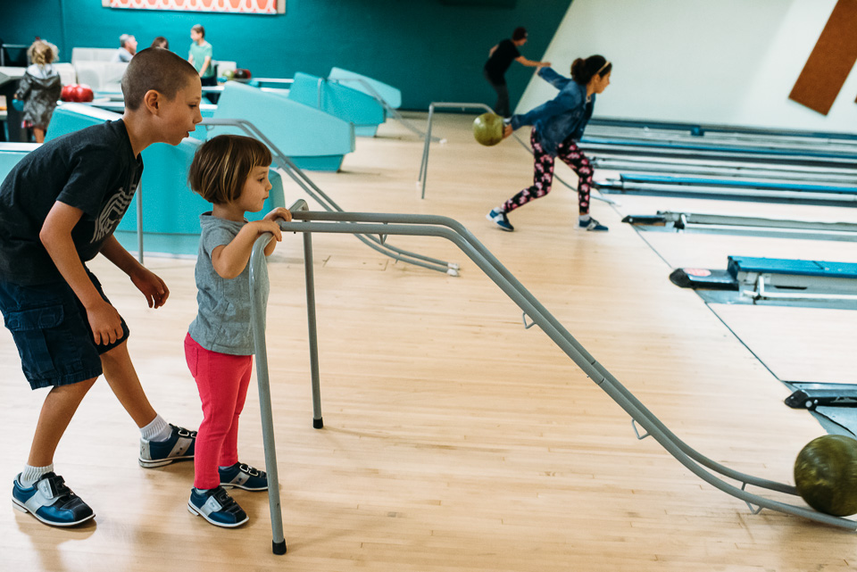 anna-liisa_nixon_photography_connecticut_family_bowling_adventure (12 of 42).jpg