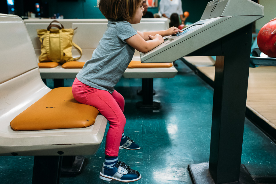 anna-liisa_nixon_photography_connecticut_family_bowling_adventure (14 of 42).jpg