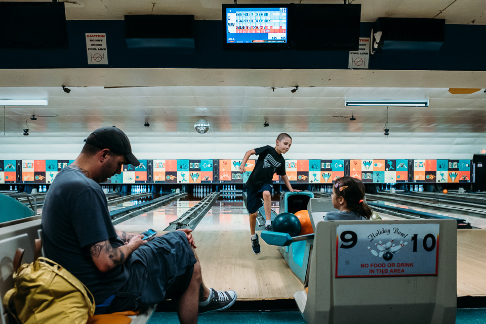 anna-liisa_nixon_photography_connecticut_family_bowling_adventure (30 of 42).jpg