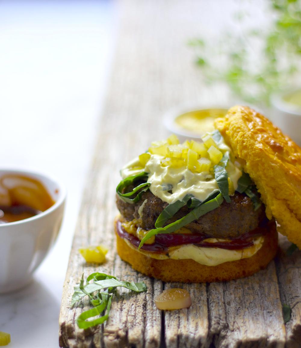HAMBURGUESA VERDE Y ROSA – Carne de cordero/borrego molida en casa.