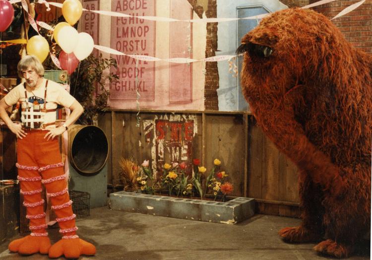 Caroll Spinney with Mr Snuffleupagus on the Sesame Street set