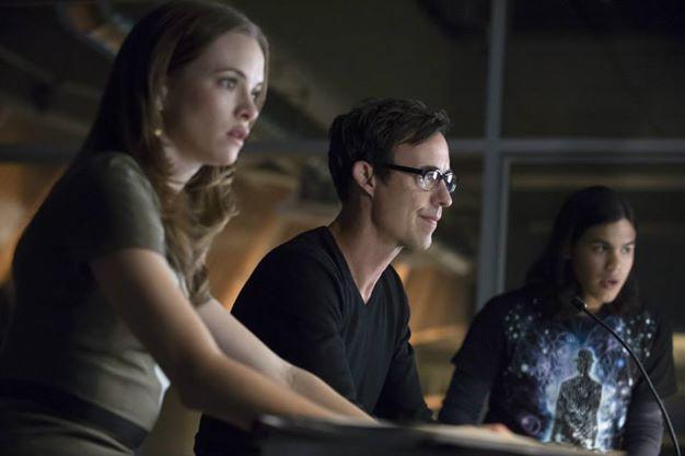 Team Flash, scanning for danger.