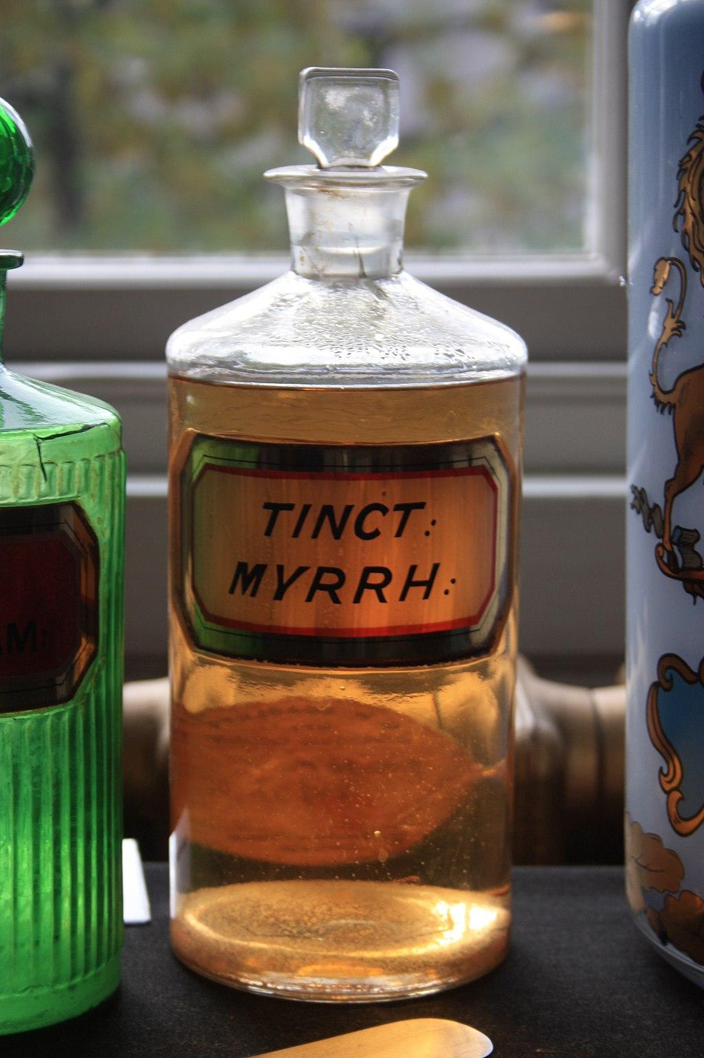 1024px-An_old_bottle_of_Tincture_of_Myrrh