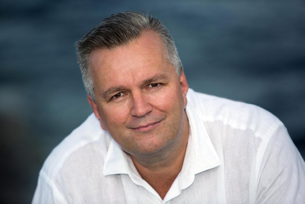 Mark Robinson - Alternative currencies: government, bank control & secrecy
