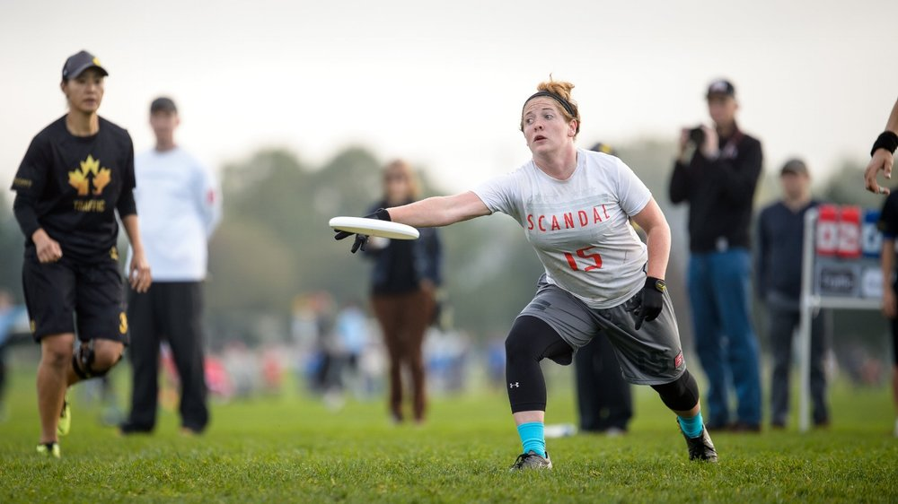 Shofner winds up for a throw at Club Nationals with  Scandal  in 2016. (Paul Andris,  UltiPhotos )