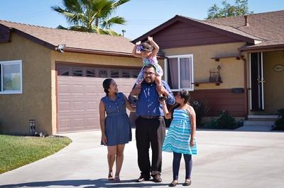 reyesfamily1-400x0.jpg