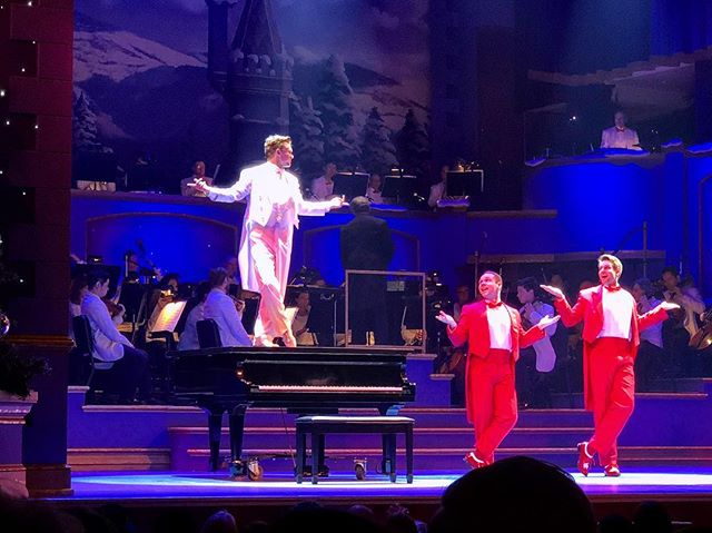 Got this bootlegged photo from my wonderful cousin @cassie_madden But there are 20 more shows to go for Yuletide in Indianapolis😉 (yes I dance on a piano and play it😄) definitely an amazing cast to work with so far😉 come see this show yo!!!