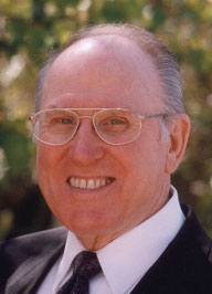 Vernon Grose '46 Aviation Expert