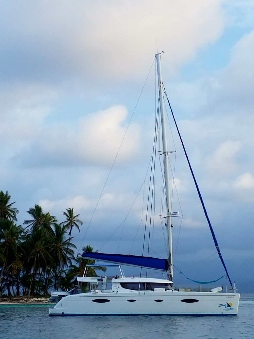 Zenith II -  We offer exclusive charters among the San Blas Islands with the Zenith II, a modern 48-foot-long and 25-foot-wide catamaran built in France in 2008.  An 11-foot dinghy with an outboard motor will bring you to and from the Zenith II and the islands of San Blas.