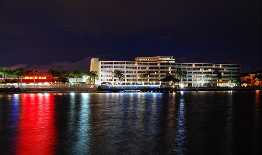 tampa-hotel-beach Bar.jpg