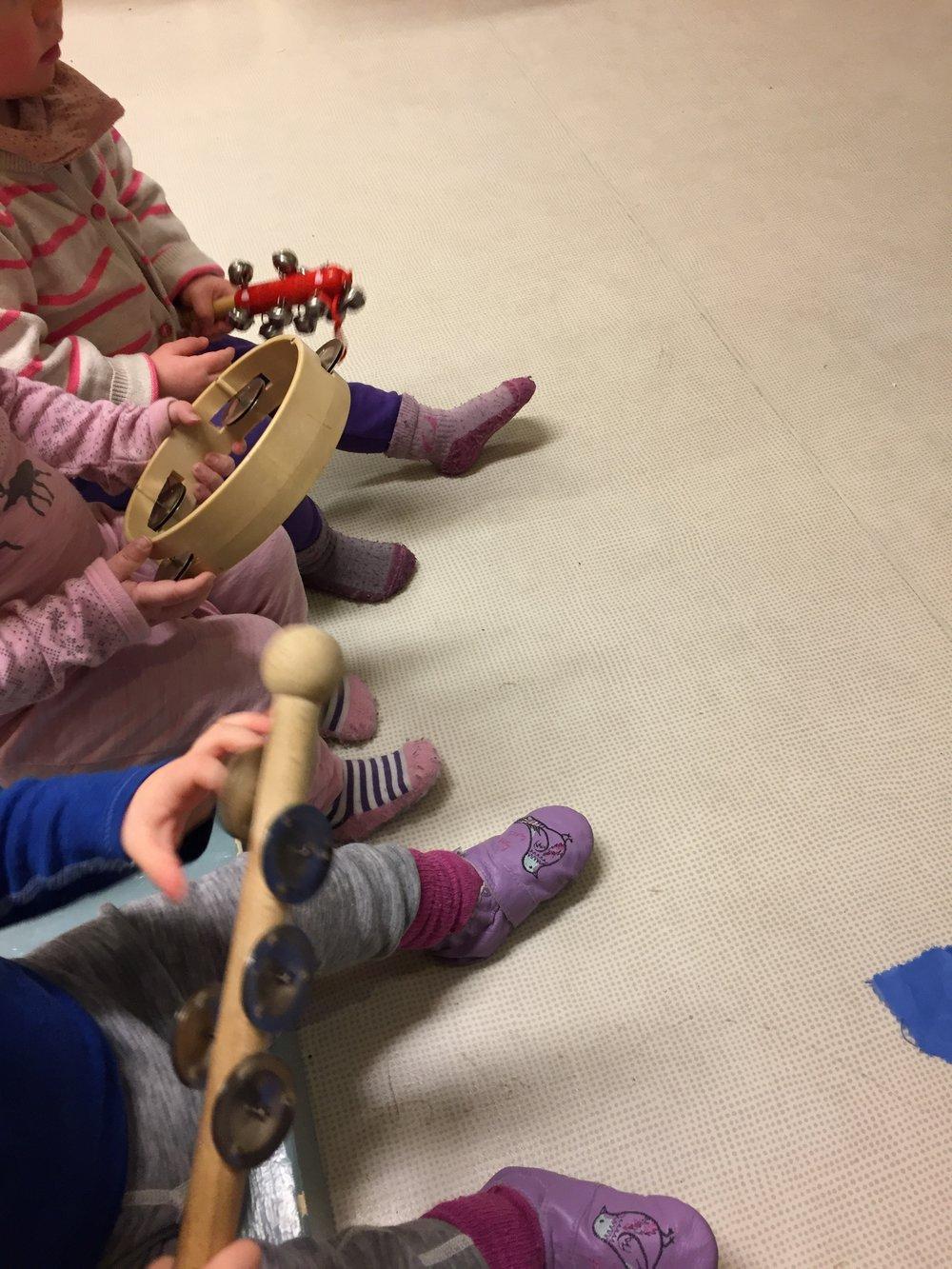 Å spille instrument og synge gir matematisk forståelse i form av takt og rytme.