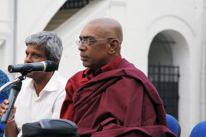 The Keeper of the relic Mahindawansa Mah Thero, keeper of the Relic of the Buddha, head of several monasteries in Sri Lanka, well-known Dharma lecturer