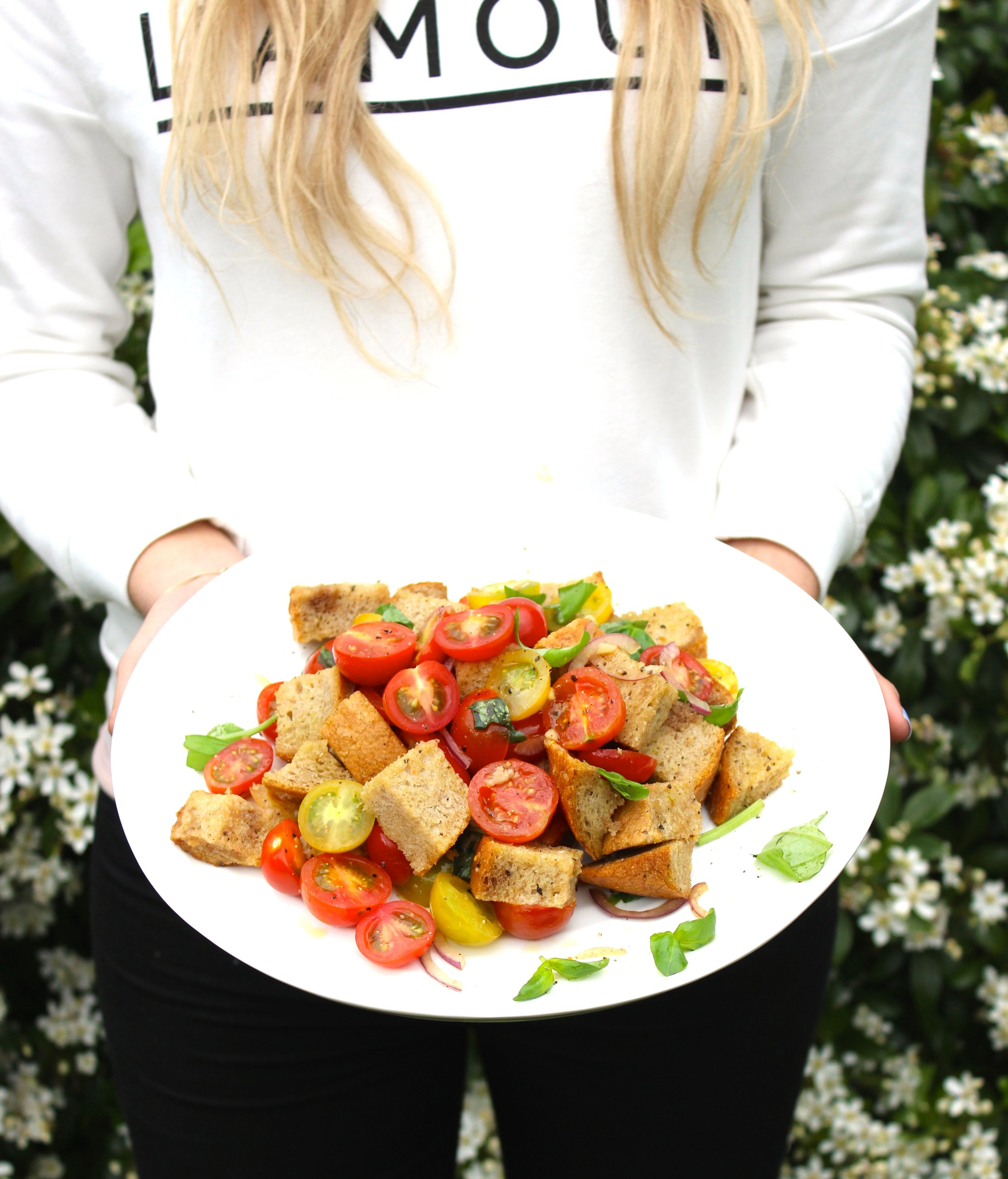 Easy Panzanella Salad (White Ceramic Round Platter from Sophie Conran)
