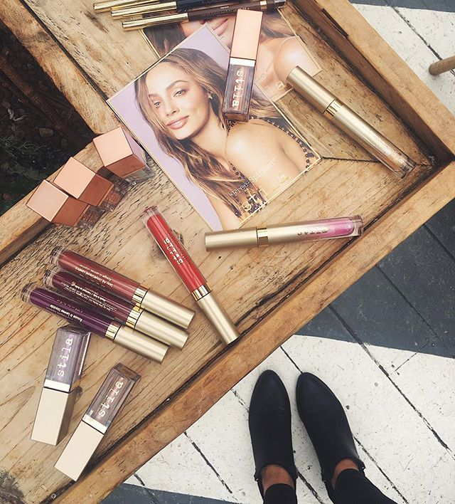 Stila Spring Summer 2018 newness has landed and there are some beauties 👌🏼Shimmer & Glow liquid eyeshadow in Jezebel, Kajal Eyeliner in Nude and Stay All Day liquid lipstick in Ballerina are definite favourites for a five minute face that won't budge until bedtime - great news if like me, touch-ups are way too like much effort #StilaSS18