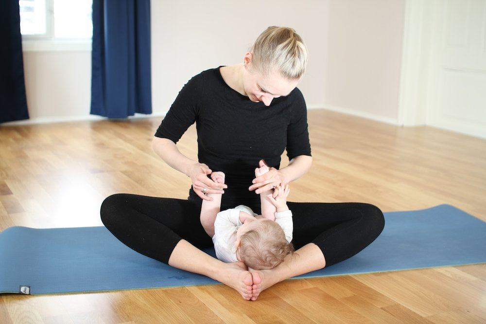 Mor og barn yoga.jpg