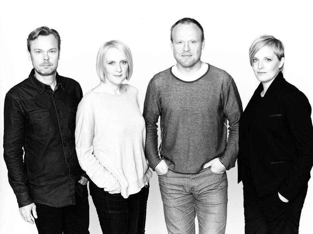 Kjellander + Sjöberg - K + S grundades 1998 av Ola Kjellander och Stefan Sjöberg och är ett av de ledande nordiska kontoren i en ny arkitektgeneration. Idag leds kontoret av fyra delägare: Ola Kjellander, Stefan Sjöberg, Mi Inkinen och Lena Viterstedt som i ett nära samarbete producerar design och studier inom det vidgade och gränsöverskridande området arkitektur, stadsbyggnad, planering och utveckling. Kontoret har kontinuerligt uppmärksammats, publicerats, vunnit priser och varit nominerat för projekt som är nyskapande och relevanta.Några av kontorets pågående projekt inkluderar Hästholmssundet, en ny grön stadsdel på Kvarnholmen, och flera bostadsprojekt inom Stockholms stads utvecklingsområden: Fredriksdal i Hammarby Sjöstad, Maja Gräddnos i Annedal, Monoliten vid Telefonplan samt två projekt på Nya Årstafältet med fokus på hållbarhet.ProdukterA.01 vägg utomhusA.01 vägg kustnäraA.02 vägg utomhus