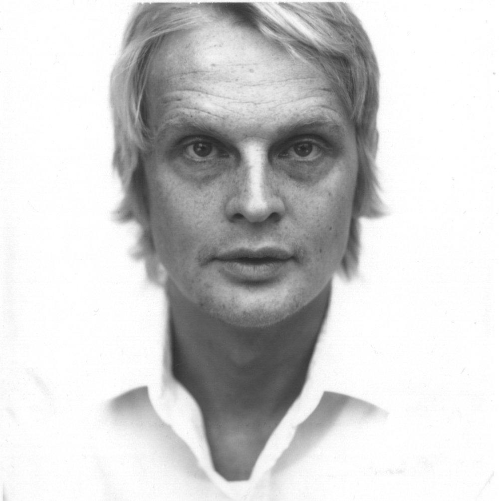 """Mattias Ståhlbom - Född 1971 i Norrköping men bor numera på Södermalmi Stockholm, där han sedan 2002 driver eget design- och arkitektkontor. Utbildadinom inredningsarkitektur och möbeldesign på Konstfack i Stockholm.Han har formgivit möbler och köksredskap för ett antal kända svenska företagmen också arbetat med design i New York och fått flera stipendier, däriblandutmärkelsen """"Ung Form"""".Mattias Ståhlbom har ställt ut i ett flertal sammanhang. Han har bl a visat uppsina produkter på stora mässor såsom """"Swedish Style"""" i Tokyo, Möbelmässan iMilano och på Designmässan i Seoul.ProdukterBottle pendelBottle golvBottle bordBottle utomhusCan pendelCan golvCan bordFisherman pendelFisherman pendel utomhusFoto liten takFoto stor takFoto liten golvFoto stor golvFoto vägg Foto bordLast pendelLast golvRubber väggRubber vägg utomhusStitch väggStitch takThree pendel"""