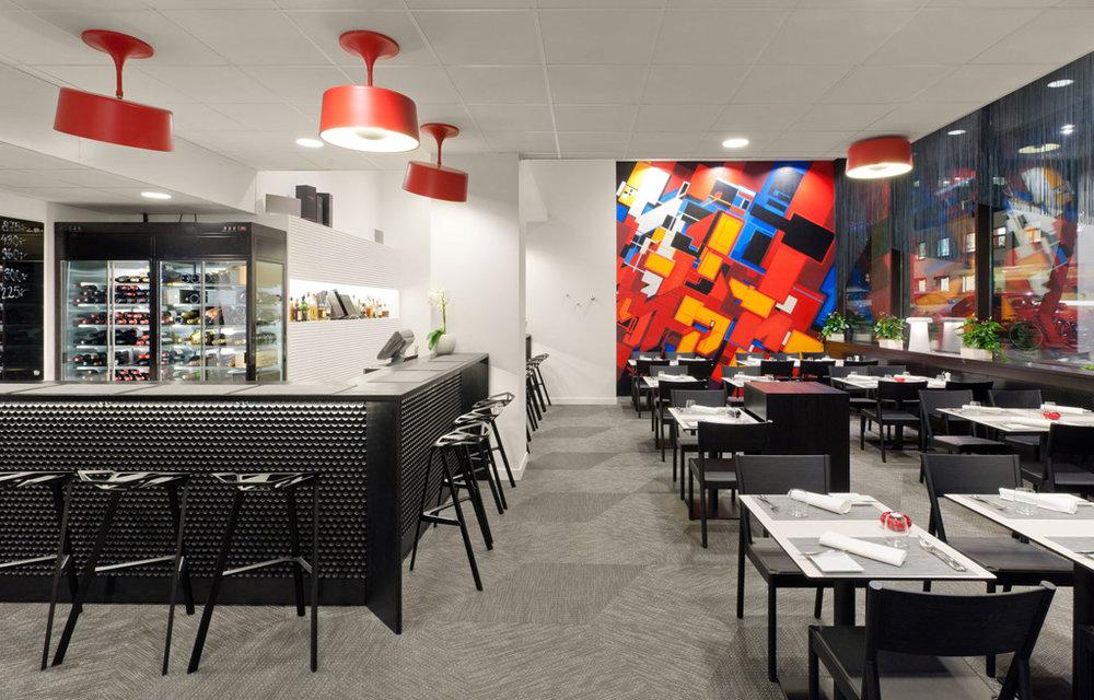 Beam - Armatur: Beam pendel och Beam tak.Projekt: Restaurang Jonas, Stockholm.Inredningsarkitekt: Formforyou.Fotograf: Jason Strong.
