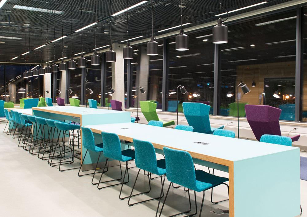 Silo - Armatur: Silo pendel.Projekt: Stockholms Universitet, Studenthuset.Föreskrivare: AIX Arkitekter & Stockholms Universitets byggplaneringsavdelning.