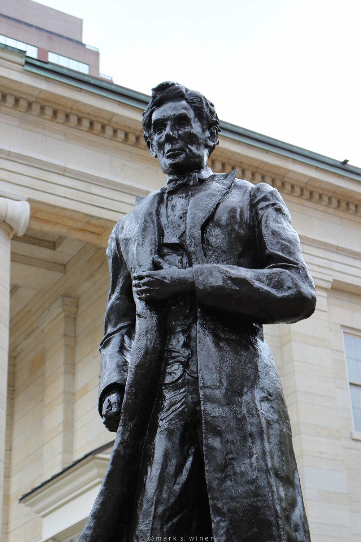 MikeMajor_AbrhamLincoln_BronzeSculpture_Dayton.jpg