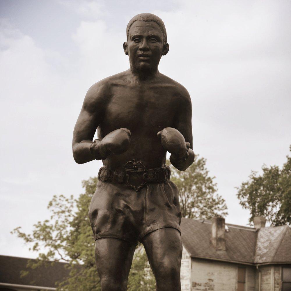 MikeMajor_DaveyMoore_BronzeSculpture_Springfield.jpg
