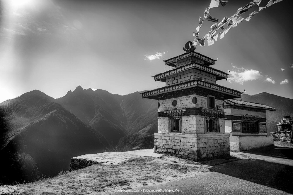 Chorten on the road to Sela (BW)
