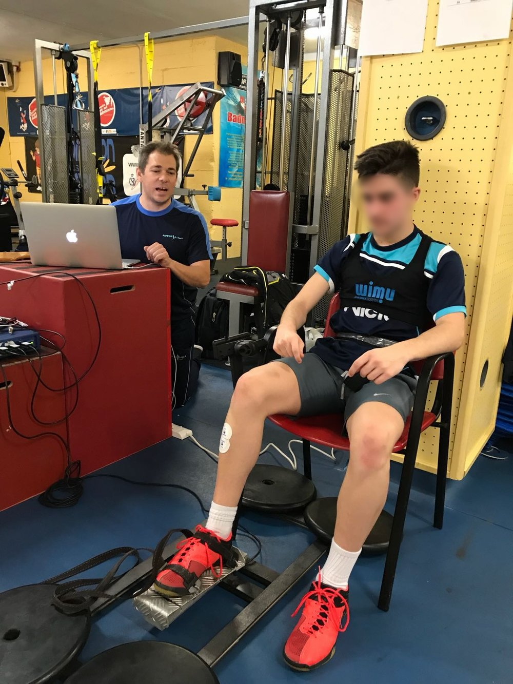 IMPORTANCE OF EXPLOSIVE vs. MAXIMAL STRENGTH  Assessing the time course of changes in rapid muscle torque production capacity of lower limbs in responses to badminton match play   - Collaboration with Jaime Fernandez-Fernandez, Fearghal Behan and David Cabello-Manrique.