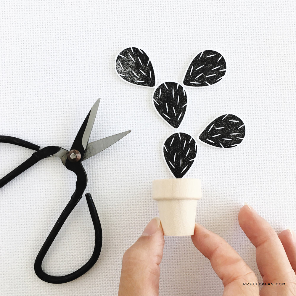 DIY [ mini ] Potted Paper Cactus | prettypeas.com