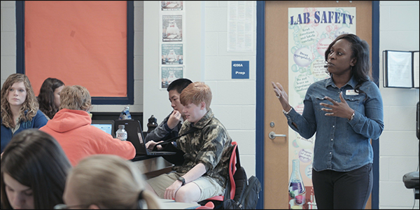 Jerolyn Murray co-teaches the Digital Arts Physical Science class, an interdisciplinary course at Cougar New Tech.