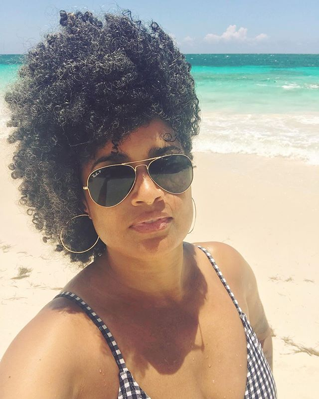 Say what...it's #nationalselfieday? . . . . . #selfie #selfielove #beachplease #jamaica #caribbeansea #abmlifeisbeautiful #summertrip #flashesofdelight #thegramgang #blackgirlmagic #melaninonfleek #afro #teamnatural #grayhair #blackgirlsrock #melaninpoppin #beachlove #darlingmovement #digitalnomads #blkcreatives #womeninbiz #savvybusinessowner #goaldigger #pursuepretty #dowhatyoulove #lovelysquares #girlboss #entrepreneurslife #bloggerlifestyle