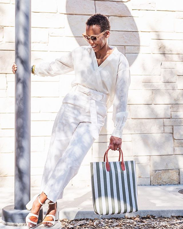 All white errthang 😍 📷 by me of @tenkeypieces . . . . . #photog #fashionphotoshoot #fashioninspo #allwhiteeverything #eastbay #oakland #berkeley #california #girlboss #fempreneur #solopreneur #savvybusinessowner #blkcreatives #solopreneur #beingboss #mycreativebiz #smallbusiness #womeninbusiness #creativebusiness #thehappynow #creativeatheart #womensupportingwomen #communityovercompetition #risingtidesociety #thatsdarling #abmhappylife #theeverygirl #browngirlbloggers #lovelysquares #flashesofdelight