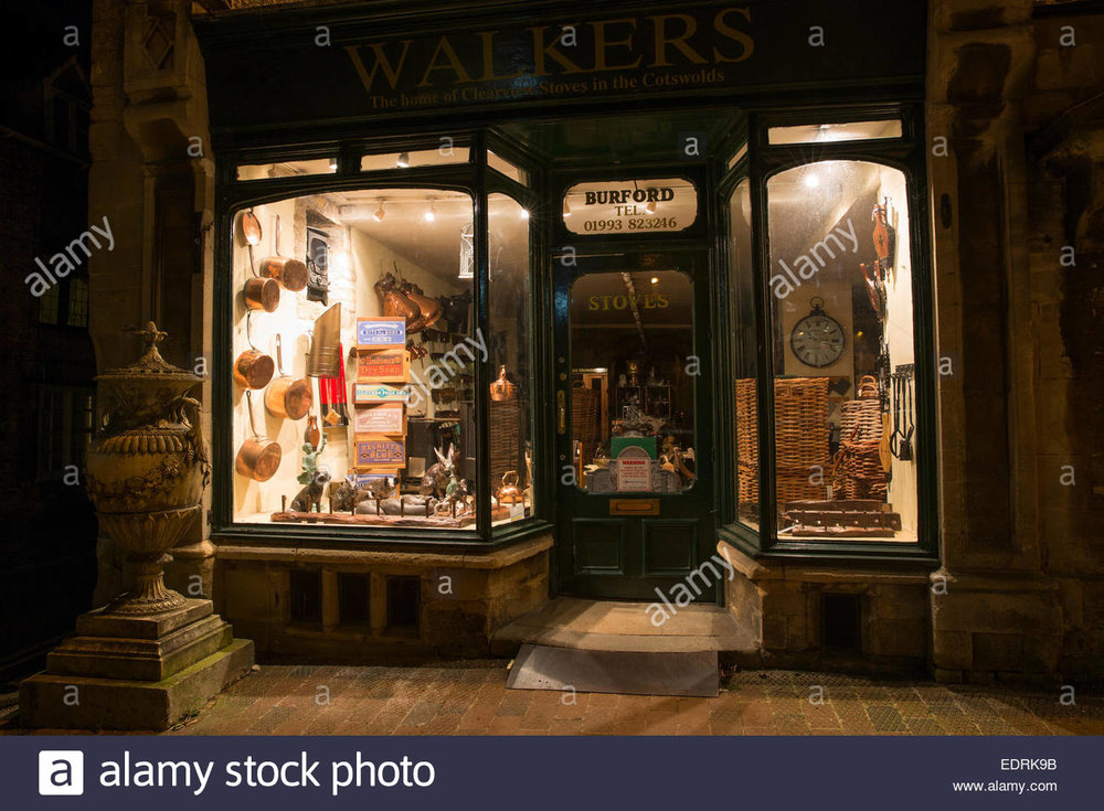 window-display-at-walkers-stoves-and-antiques-shop-along-burford-high-EDRK9B.jpg