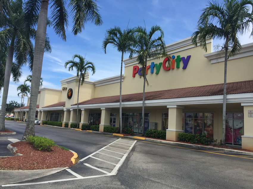 "<a href=""cross-county-plaza"">Cross County Plaza<br><b>West Palm Beach, FL</b></a>"