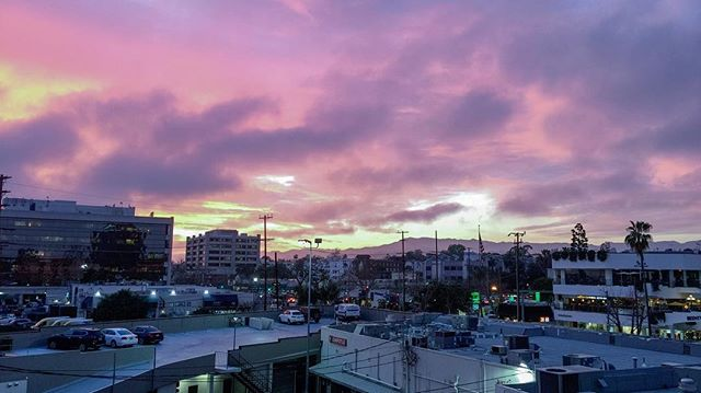 Now, there's a #prettyinpink kind of #sunset from the #studio. . . . #big #sky #bigsky #west #westside #losangeles #nature #pink #design #designer #branding #webdesign #webdesigner #entrepreneurlife #consultant