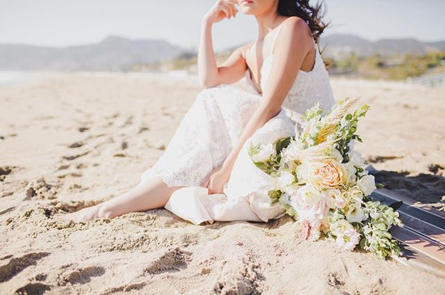 Dreaming of the beach right now 💭  GOWN//EVA by @eddyk_bridal via @korabrides on @pamelagianinnaa  FLORALS// @poppyhill_flowers  PHOTOGRAPHER// @simplyadriphoto