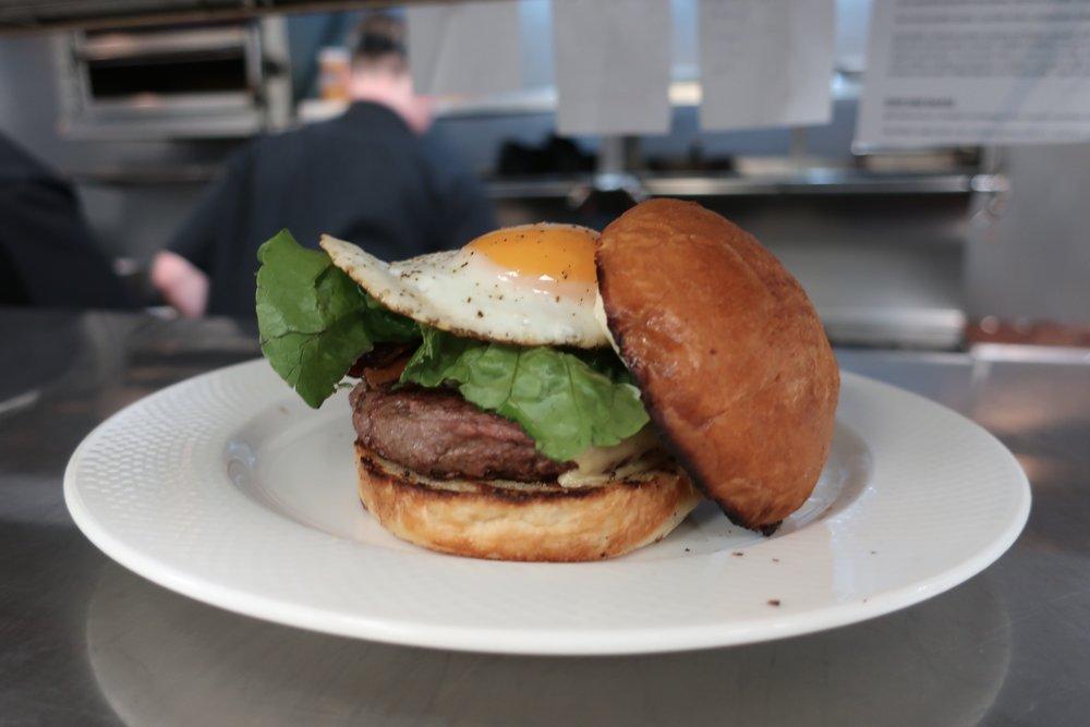 vie-sunday-supper-burger.jpg