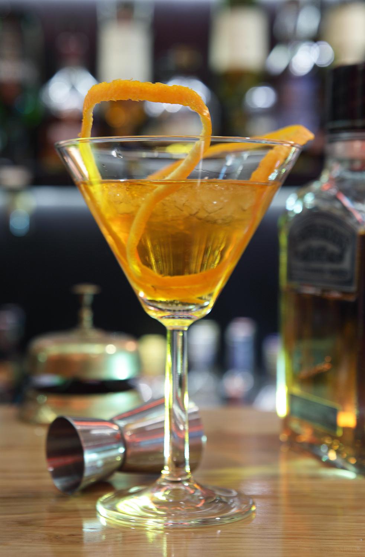 Αλάτι & Πιπέρι No 20 / Low Profile, bar
