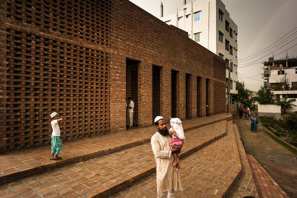 Bait Ur Rouf Mosque, Dhaka, exterior view. Courtesy: Marina Tabassum Architects.