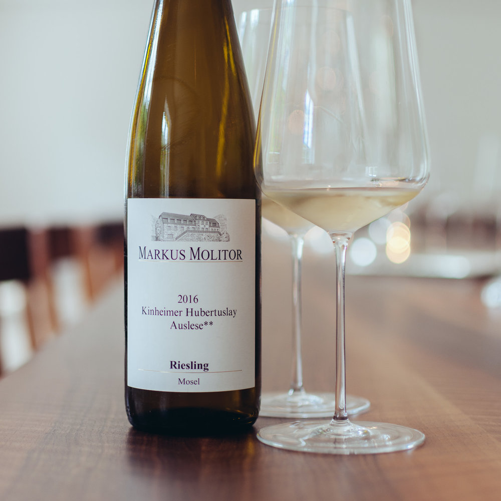 Kinheimer Hubertuslay 2016 Auslese**:  On of the fine and herbal ones, red slate and loam minerality, fine citrus and grapefruit peel, great herbal finish.