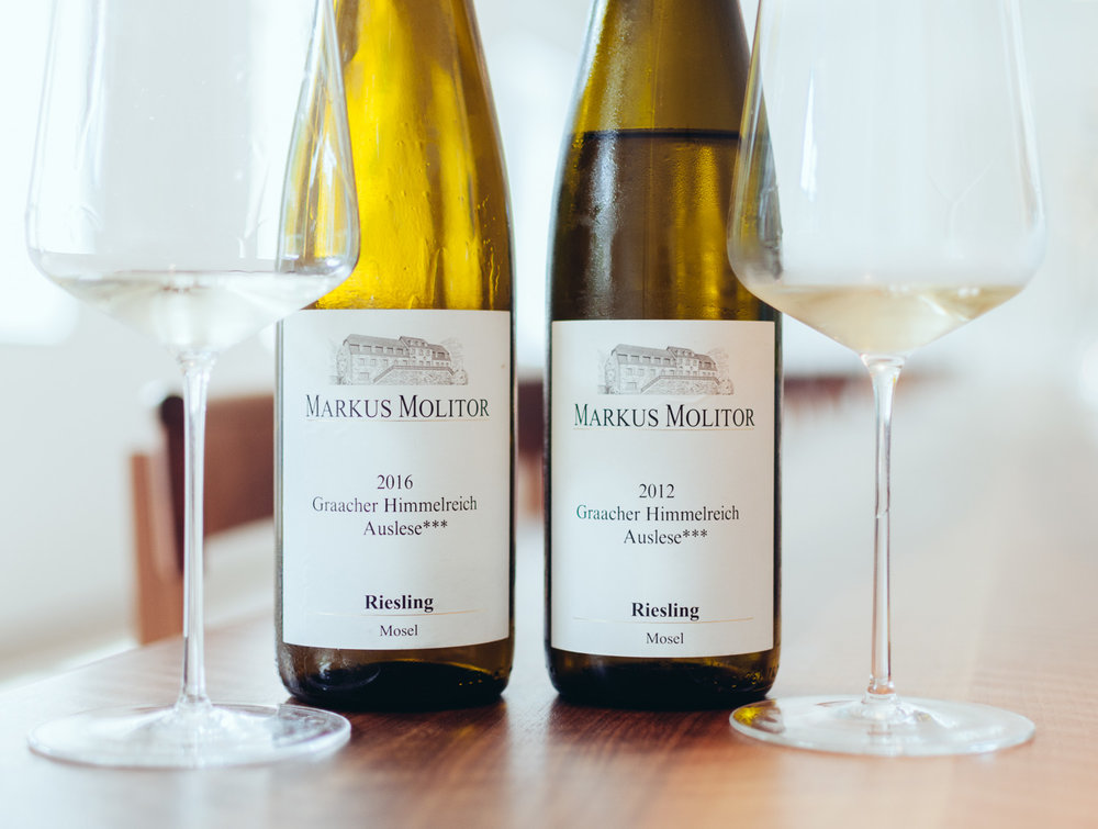 Graacher Himmelreich Auslese*** 2012 and 2016:   The 16 with a fresh herbal passion fruit nose, spicy slate minerality, on the palate great acidity, juicy minerality. The 12 comes with tight and crisp acidity on the palate, slight honey, nuts and wood.